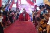 Sampah plastik di Minahasa Tenggara dijadikan gaun