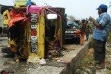 Truk tabrak dua motor di Tarahan, empat orang tewas