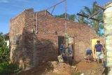 Tiga rumah rusak diterjang angin  kencang di Langkat