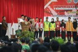Jangan takut menghadapi perkembangan teknologi, kata Gubernur Kalteng
