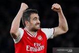 Liverpool mendekati mantan bek Arsenal Sokratis