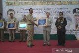 Bupati Rohil terima penghargaan WTP 2018