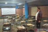 Mahasiswa STISIP Wamena kuliah di pusat perbelanjaan pascarusuh