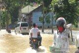 VIDEO - Curah hujan meningkat, Sungai Batak Pekanbaru meluap