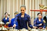 Menikmati gamelan dimainkan warga Rusia di Museum Moskow