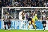 Lyon hidupkan peluang tembus 16 besar, tekuk Benfica 3-1