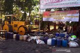 Ribuan botol minuman beralkohol hasil sitaan di Banyumas dimusnahkan