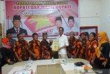 Taem Pratama kembalikan formulir pendaftaran Bacabup Rohil di dua Parpol