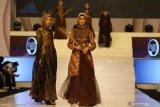 Peragaan busana batik jelang London  Fashion Week