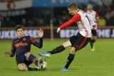 UEFA sanksi Fayenoord akibat ulah suporter