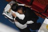 Pelukan Jokowi kepada Paloh ekspresi kesantunan yunior kepada yang tua