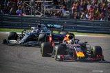 Max Verstappen dibuat bosan oleh Hamilton