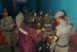 Satpol-PP Kota Solok amankan 96 botol miras berbagai merek dari sejumlah kafe
