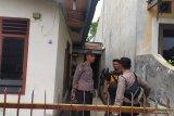 Polisi geledeh rumah terduga pelaku bom bunuh diri di Polrestabes Medan