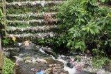 Sampah di anak sungai Lembah Anai, butuh alat berat membersihkannya