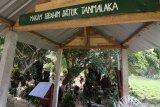 Kondisi kawasan makam pahlawan nasional Tan Malaka di lereng gunung Wilis, Desa Selopanggung, Kediri, Jawa Timur, Kamis (14/11/2019). Makam pahlawan yang terletak di pemakamam umum tersebut hanya diberi tanda sederhana dan belum dibangun secara maksimal oleh pemerintah daerah setempat. Antara Jatim/Prasetia Fauzani/zk.
