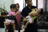 Kondisi membaik pascaoperasi,  bayi kembar siam Aqila-Azila diperbolehkan pulang