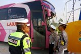Bus dan truk tabrakan, empat orang tewas