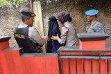 Polisi pulangkan DK istri terduga teroris DS