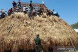 Satgas Pamtas RI-Timor Leste bangun rumah adat Belu