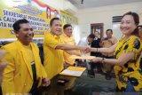 Datang sendiri Lili Binti daftar bacalon wali kota Manado di Golkar