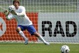 Van der Sar urung gabung MU setelah teken kontrak di Ajax