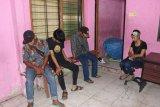 Satpol PP Padang amankan empat remaja  diduga berbuat mesum, 1 wanita dan 3 pria