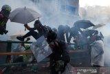 Polisi tembakkan gas air mata bubarkan unjuk rasa di Hong Kong