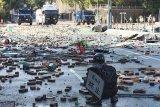 Polisi Hong Kong tembus barikadel kubu pemrotes