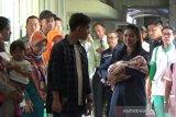 Selvi Ananda dan La Lembah Manah pulang dari RS dijemput Iriana Jokowi