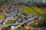 Foto udara perumahan real estate di Samarang, Kabupaten Garut, Jawa Barat, Selasa (19/11/2019). Sepanjang Januari hingga September 2019, realisasi investasi properti penanaman modal dalam negeri (PMDN) melonjak 55,14 persen yakni dari Rp 16,61 triliun menjadi Rp 25,77 triliun. ANTARA JABAR/Raisan Al Farisi/agr