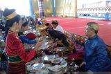 Ribuan talang makanan mengelilingi benteng keraton pada FKMA ASEAN di Baubau