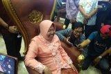 Wartawan di Surabaya pura-pura kesurupan saat ultah Wali Kota Risma