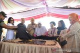 Ilham meresmikan patung BJ Habibie di Gorontalo