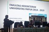 Forum peduli Mahasiswa UNIPA Manokwari palang kampus tuntut penurunan uang kuliah