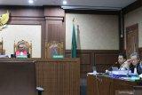 Romahurmuziy marah kepada saksi sambil menggebrak meja di persidangan