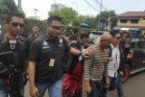 Polisi tangkap belasan penagih utang bersenjata api