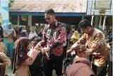 Bupati Sinjai serahkan bantuan perlengkapan sekolah kepada 348 siswa