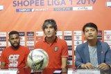 Pelatih Bali United saksikan lagi pertandingan untuk obati rindu