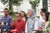 Jokowi bahas pembagian tugas dengan stafsus kepresidenan