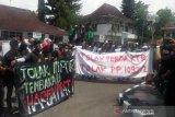 Tolak kawasan bebas rokok, petani Temanggung demo kunjungan tim Kemenko PMK