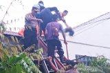 Perbaiki rumah Dekan UMP, seorang buruh bangunan tewas kesetrum