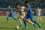 Persib takluk 0-2 dari  Persela