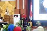 Direktur Keuangan, MSDM dan Umum Perum LKBN Antara Nina Kurnia Dewi memeberikan Sambutan saat acara Penghargaan Perempuan Hebat Kalsel dan Seminar