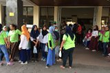 Ratusan karyawan garmen di Sleman dilarikan ke RS diduga keracunan makanan
