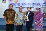 Asisten Ekonomi dan Pembangunan Pemkab Bogor Joko Pitoyo (kedua dari kiri) dan Wakil Rektor IV Universitas Pancasila Dr. Syamsu rizal (kedua dari kanan) sepakat melakukan kerja sama pembangunan desa dengan menerjunkan KKN mahaiswa UP.
