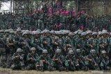 Prajurit Korps Marinir TNI Angkatan Laut berbaris usai Pemecahan Museum Rekor-Dunia Indonesia (MURI) di Lapangan Tembak Internasional FX. Soepramono, Bhumi Marinir Karangpilang, Surabaya, Jawa Timur, Sabtu (7/12/2019). Kegiatan yang melibatkan 1.474 prajurit Korps Marinir itu berhasil memecahkan rekor MURI dengan 'Menembak oleh Petembak Terbanyak'. Antara Jatim/Didik/ZK