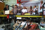Polisi gerebek gudang perakitan senjata ilegal di Lumajang