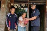 Karang Taruna bantu lansia terlantar dan fakir miskin di Bartim