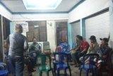 Hati-hati main handphone saat petir, warga Barito Timur jadi korbannya